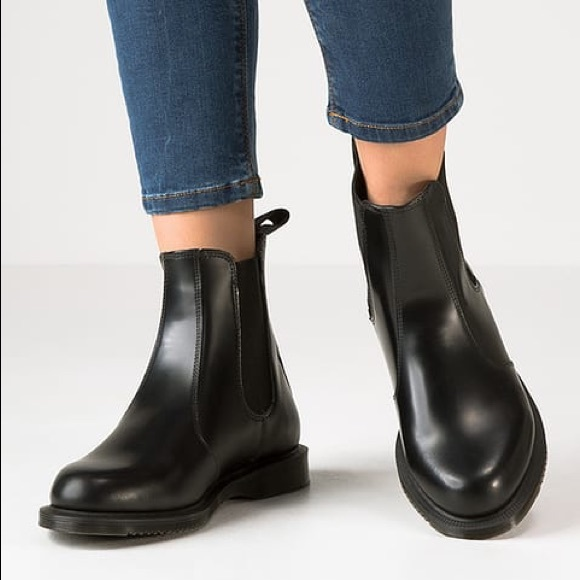 FLORA SMOOTH Dr. Martens Women's Chelsea Boot